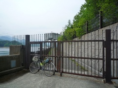 東岸林道の立入禁止ゲート