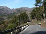 鳥居峠を望む