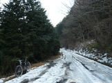 積雪と凍結の道