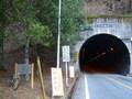 右左口トンネルの入口に出た