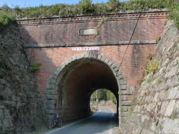 10122802赤レンガのトンネル.JPG